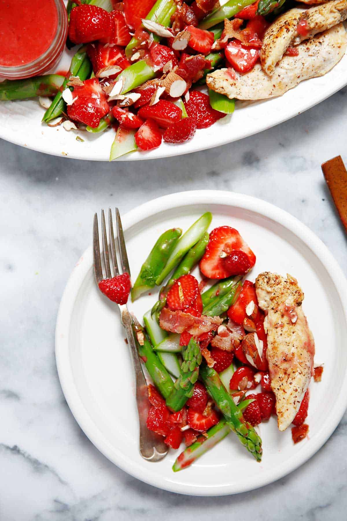 paleo strawberry spinach salad with asparagus