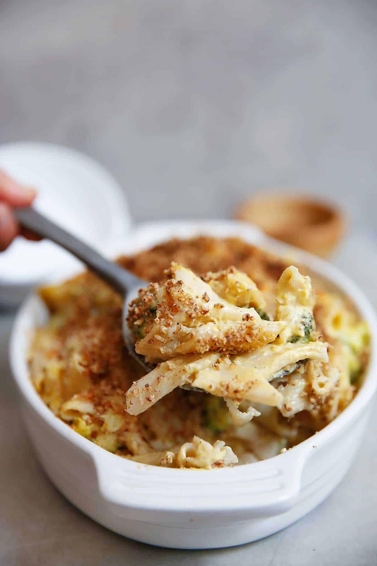 Sneaky Veggie Gluten-Free Mac and Cheese-Pecan Breadcrumbs | Lexi's Clean Kitchen
