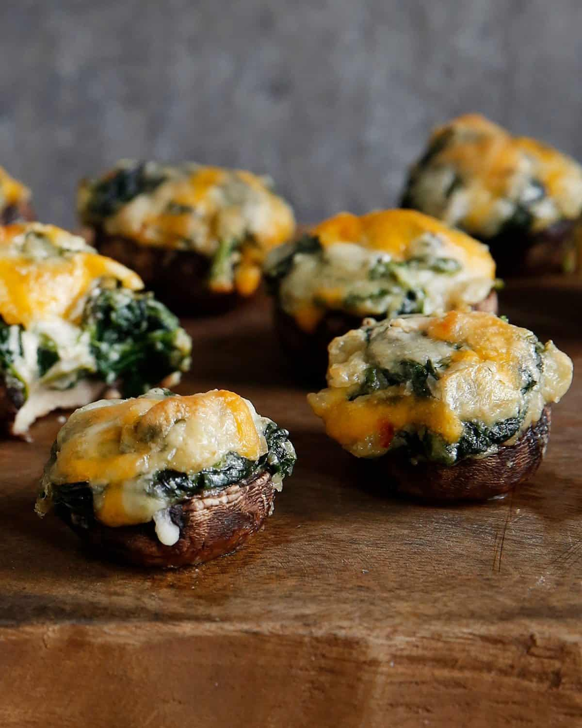 Spinach Dip Stuffed Mushrooms (dairy-free, healthy, paleo) - Lexi's Clean Kitchen #stuffedmushrooms #spinachdip #appetizers #healthy
