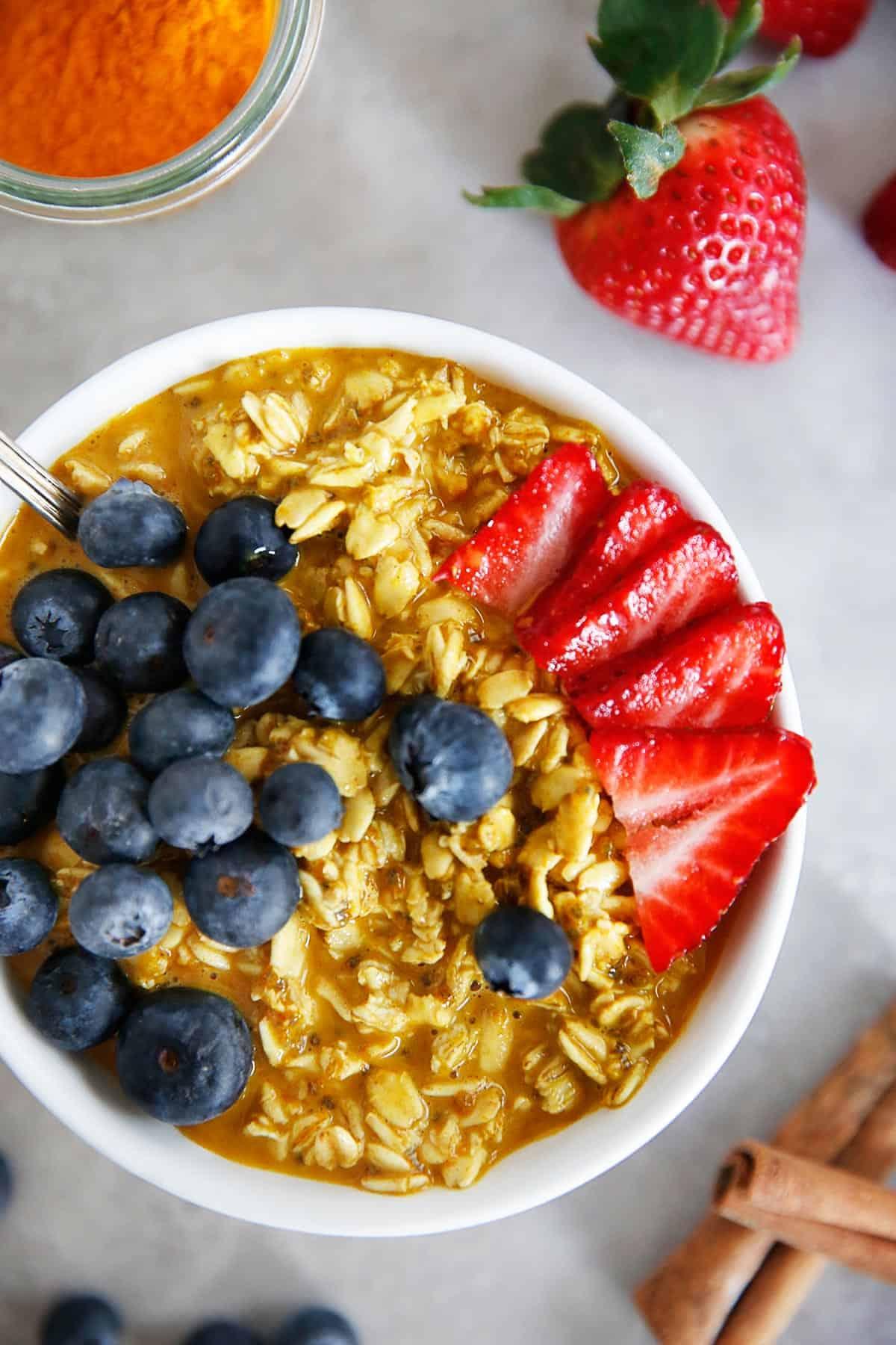 Healthy turmeric overnight oats