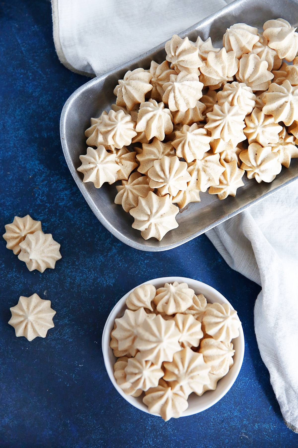 Easy way to make meringue cookies with chocolate chips