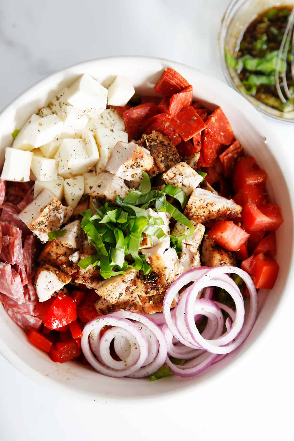 what is antipasto salad with pepperoni, salami, onions and chicken