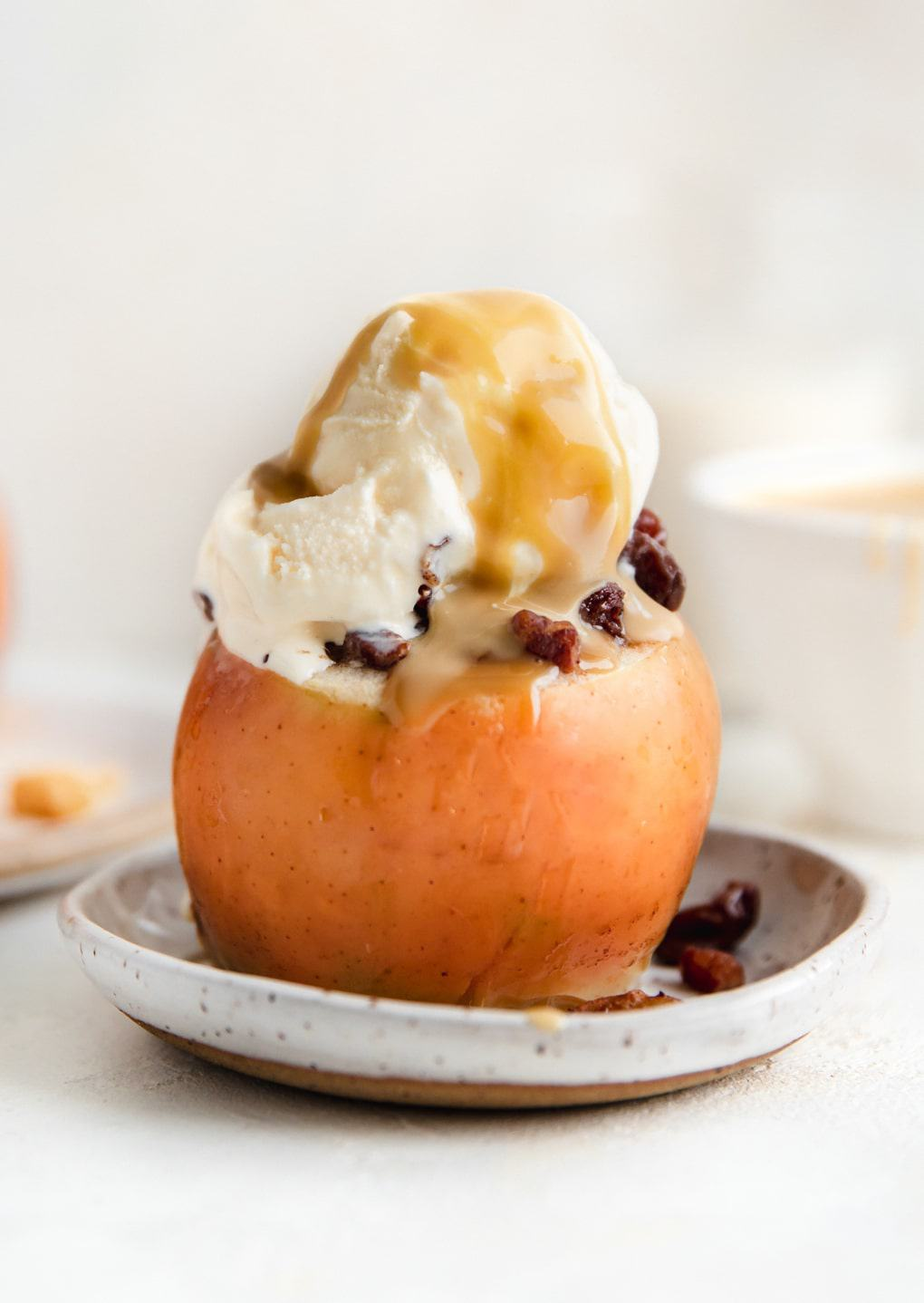 Slow cooker baked apples with ice cream and caramel.
