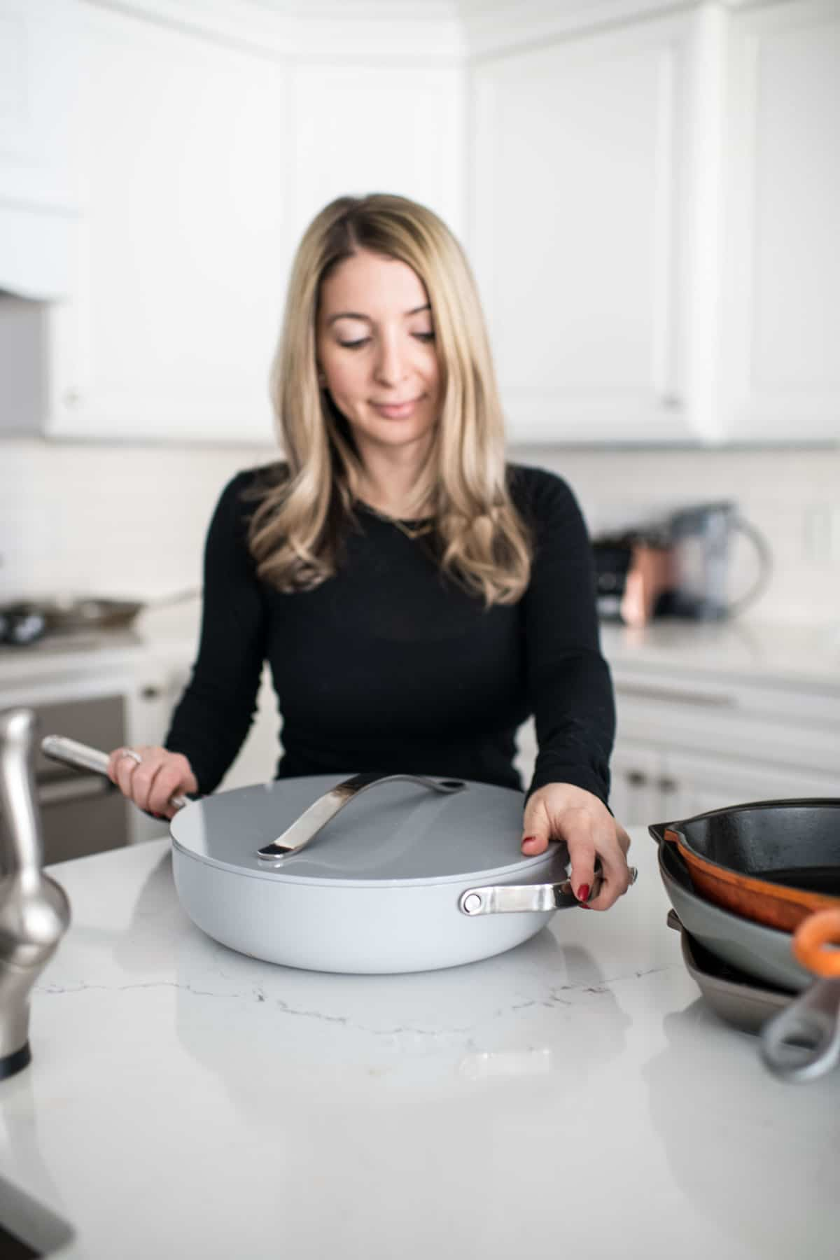 Woman with Caraway ceramic pan in kitchen