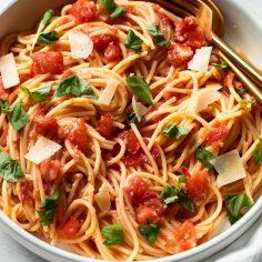20-Minute Fresh Tomato Pasta